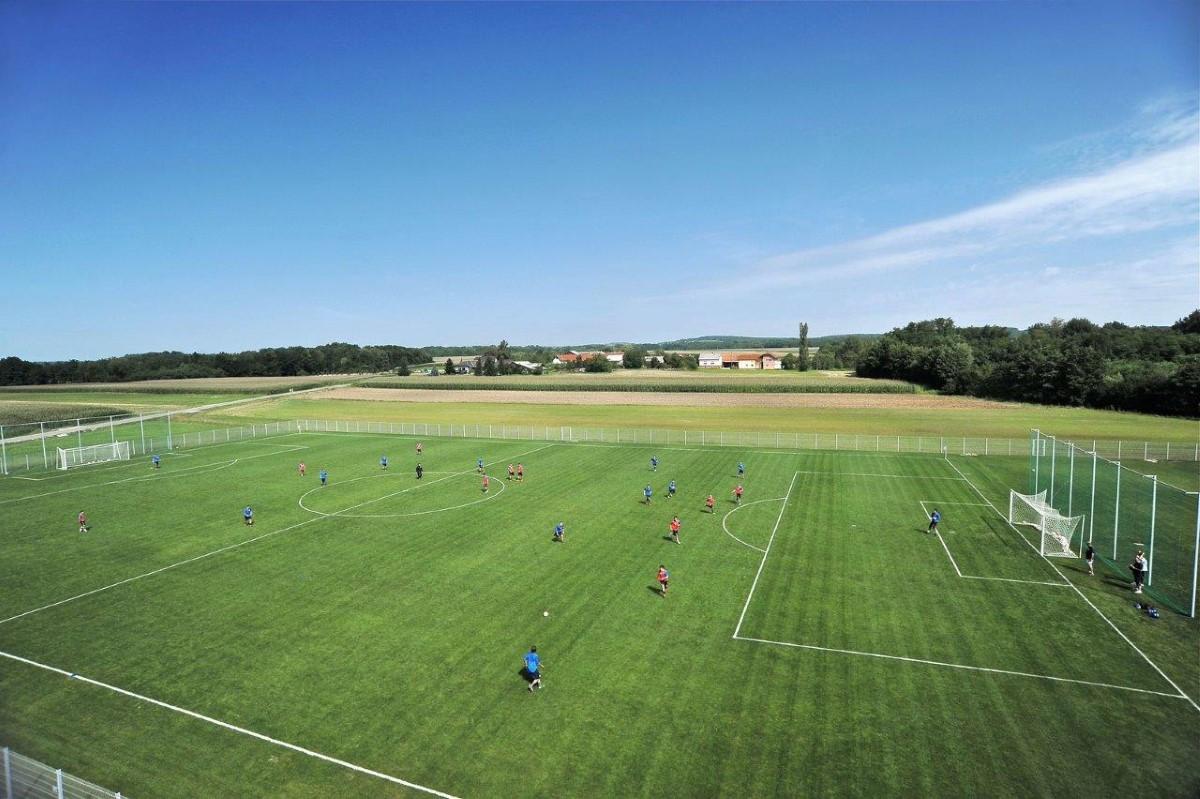 Prvo termalno ogrevano nogometno igrišče v Sloveniji, Moravske Toplice, 2011